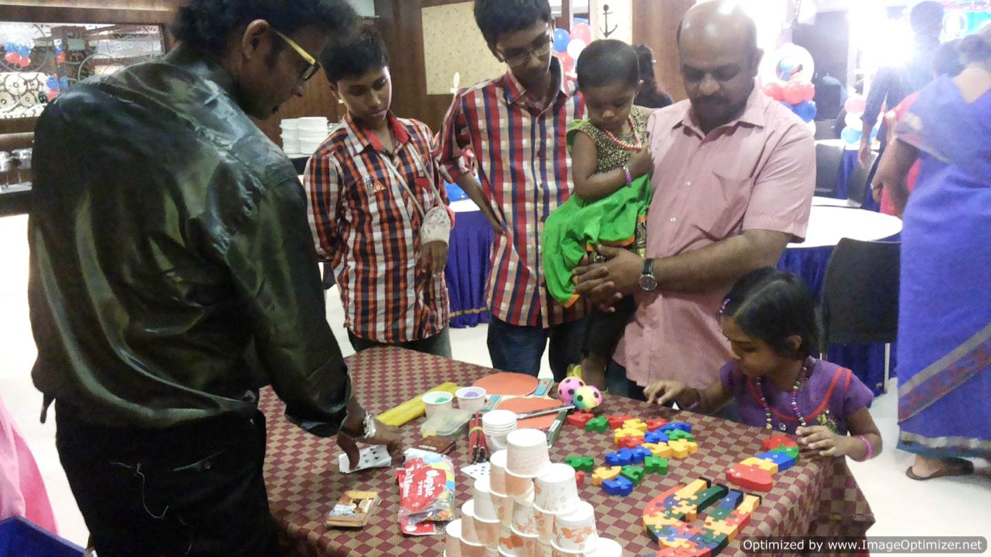 Chennai Master of Ceremony Thamizharasan conducting Table games at the birthday party
