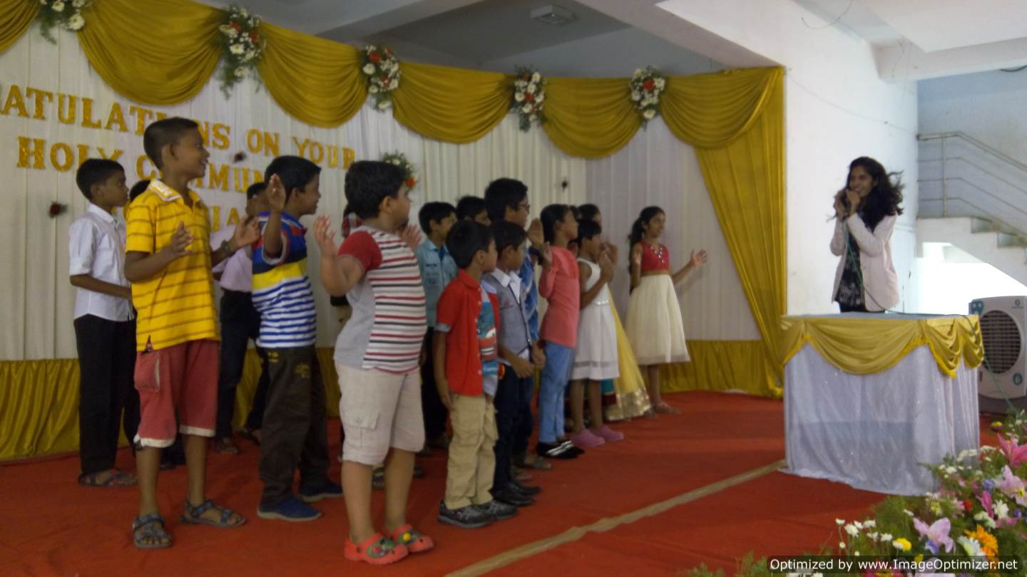 Chennai Birthday Party Master of Ceremony Nandhini conducting games for kids