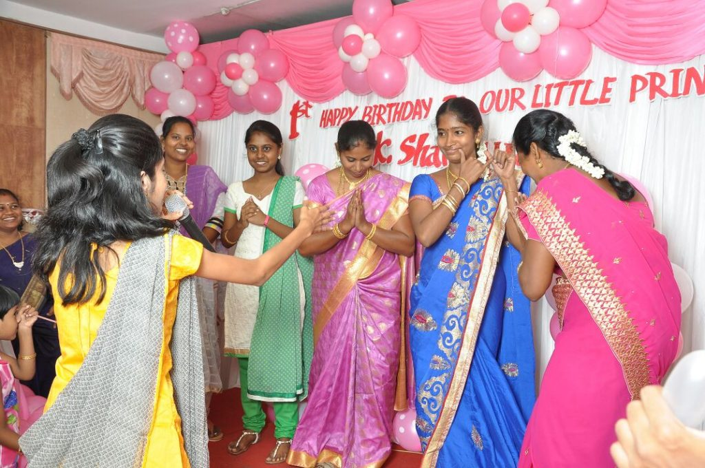 Chennai Event Emcees Thamizharasan and Nandhini conducting Event Games